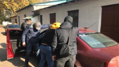 Photo of $200 тис. за закриття справи: начальника управління ДФС затримали на хабарі