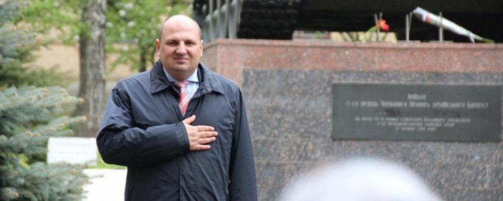 Затриманий під час отримання хабара охоронець Розенблата мав передати гроші двом нардепам, – ЗМІ