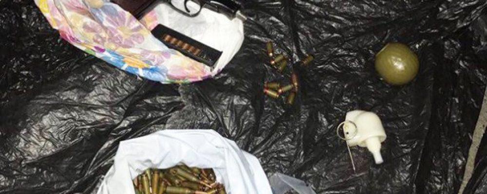 Банду торговців нелегальною зброєю з зони АТО затримано в Києві