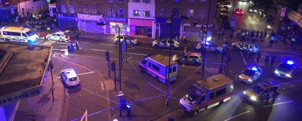 Фургон влетів у натовп людей у Лондоні, які виходили з мечеті: є постраждалі