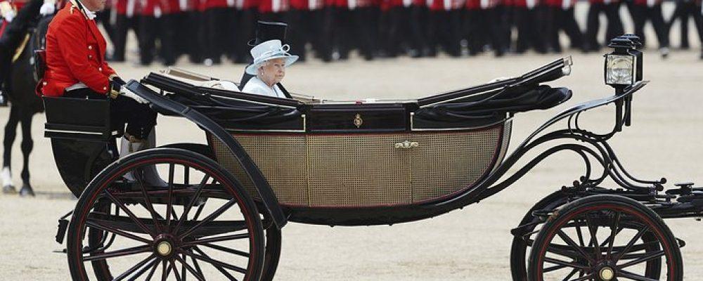 Як святкували офіційний день народження королеви Великобританії: атмосферні фото